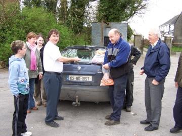 Shrule Market 22 April 2006 - G.Mullen buys vegetables from M.Murphy.